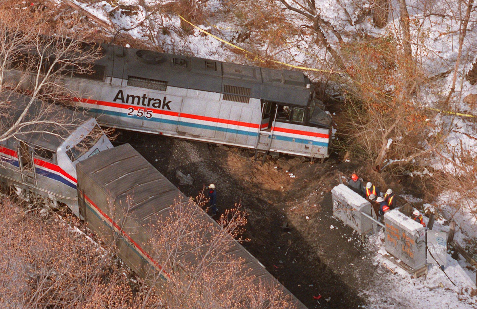 Retired Md. firefighters remember fatal Amtrak crash in ...