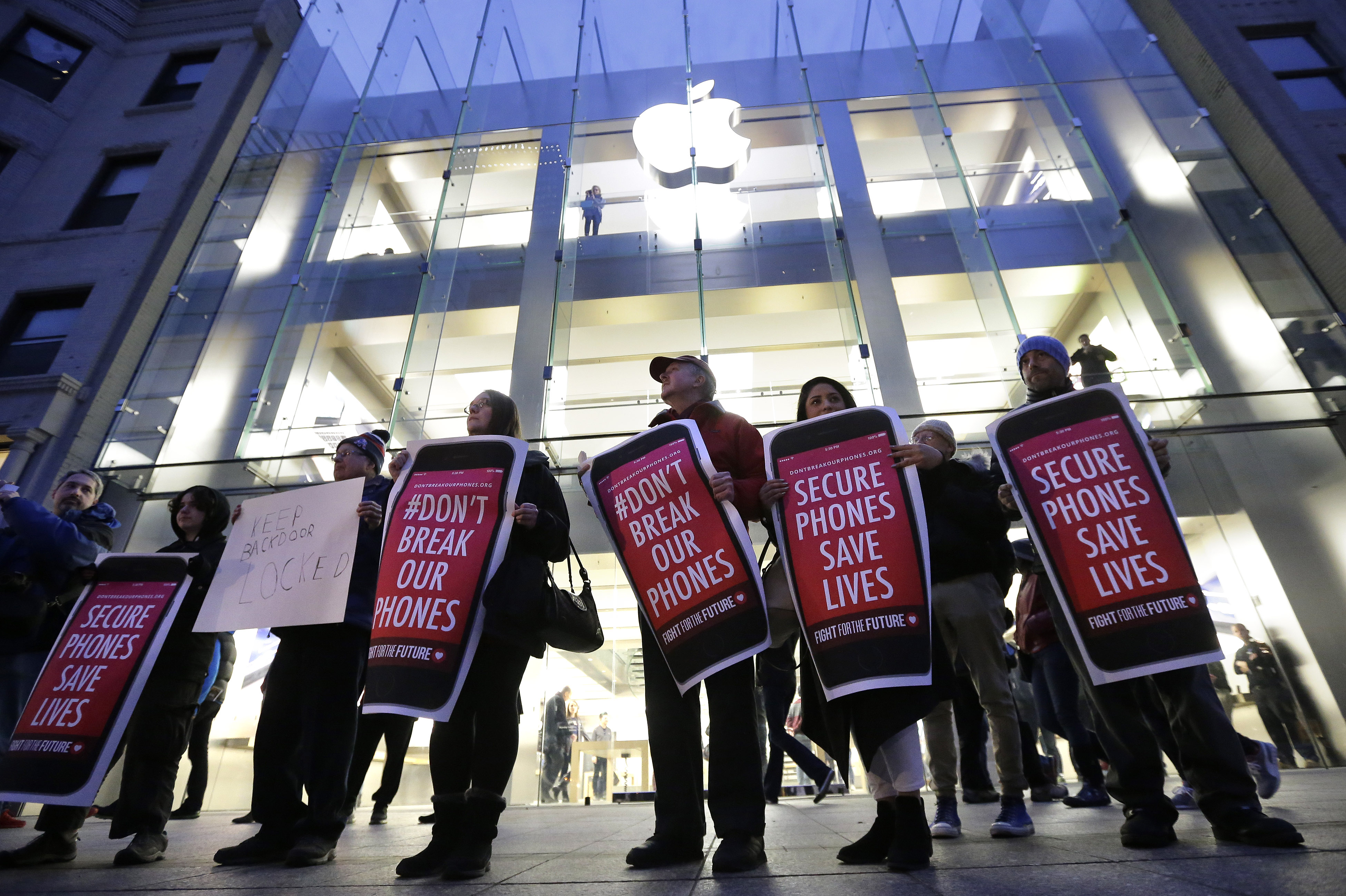 Column: Lessons for everyone from Apple vs. the FBI