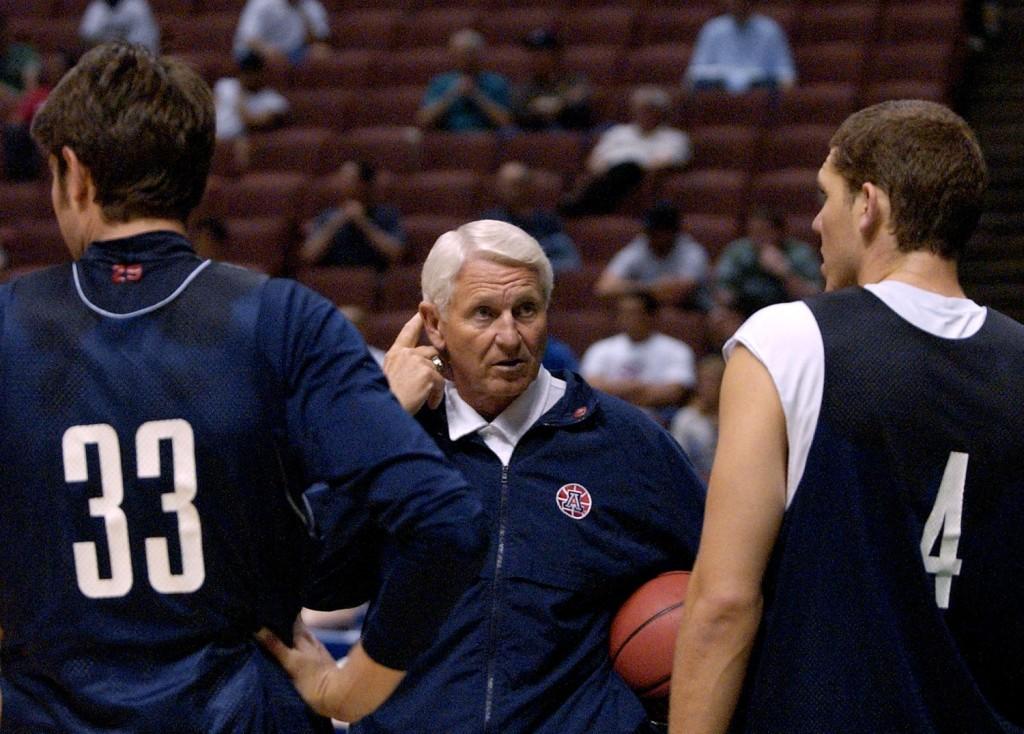 Both Kerr and Walton played under Lute Olson at Arizona. (AP Photo/Kevork Djansezian)