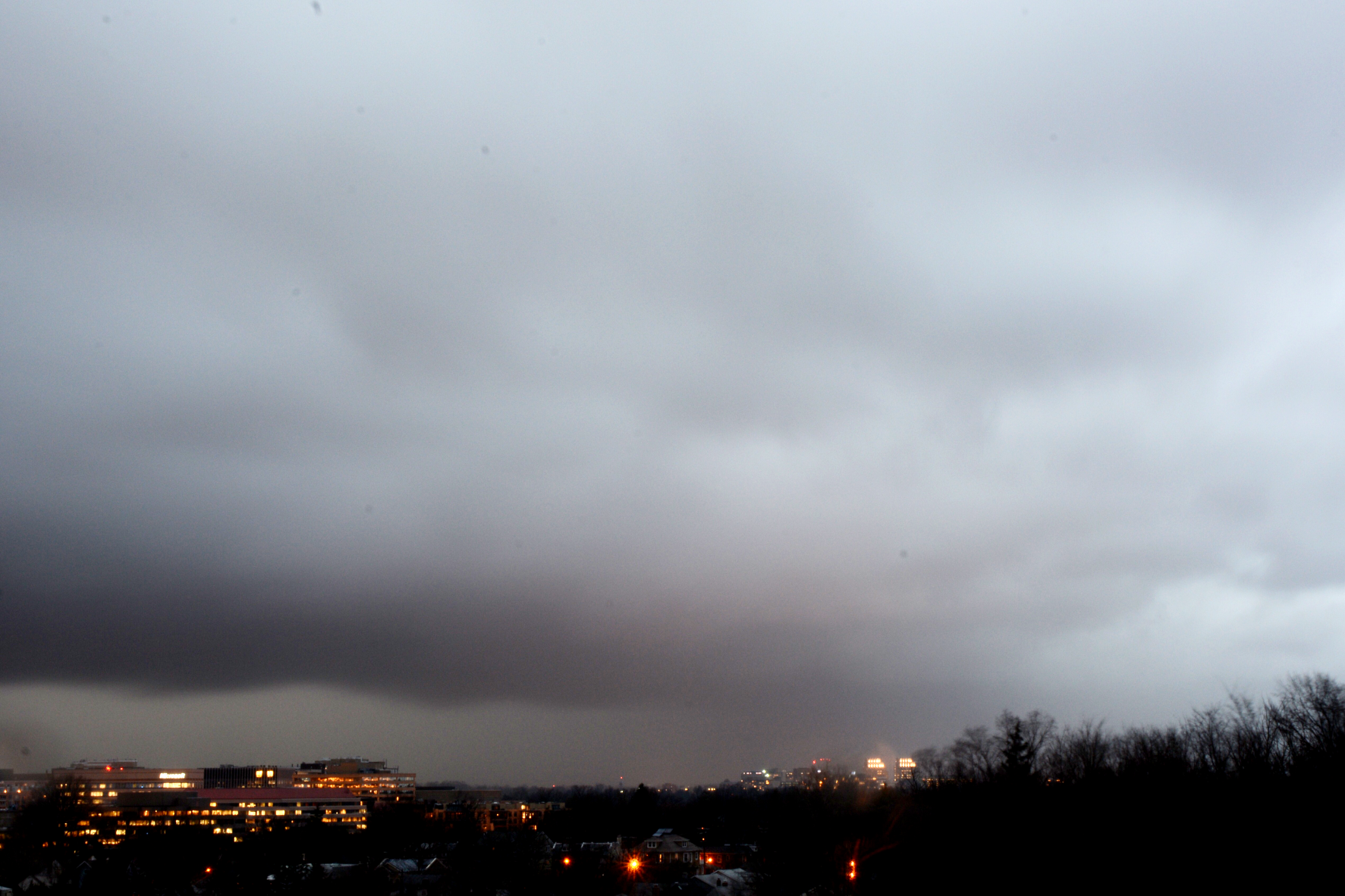 Squall moves into Northwest D.C. around 6 p.m. on Feb. 24, 2016. (WTOP/Dave Dildine)