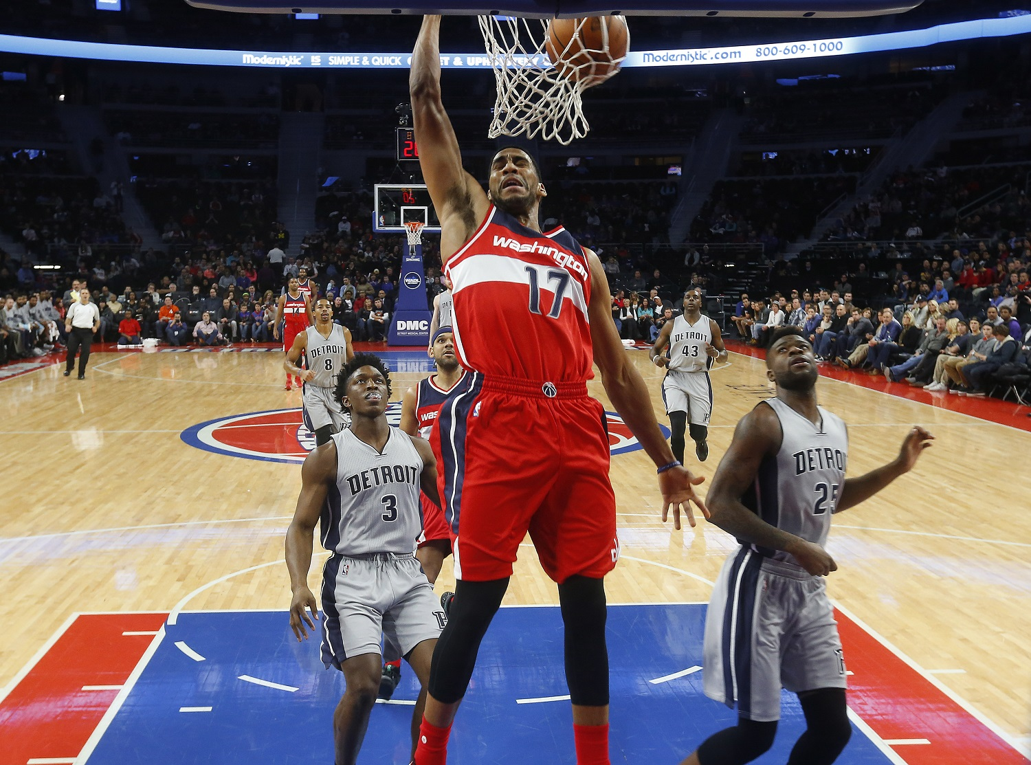 Washington Wizards guard Garrett Temple (17) dunks against the Detroit Pistons in the first half of an NBA basketball game Saturday, Nov. 21, 2015 in Auburn Hills, Mich. (AP Photo/Paul Sancya)