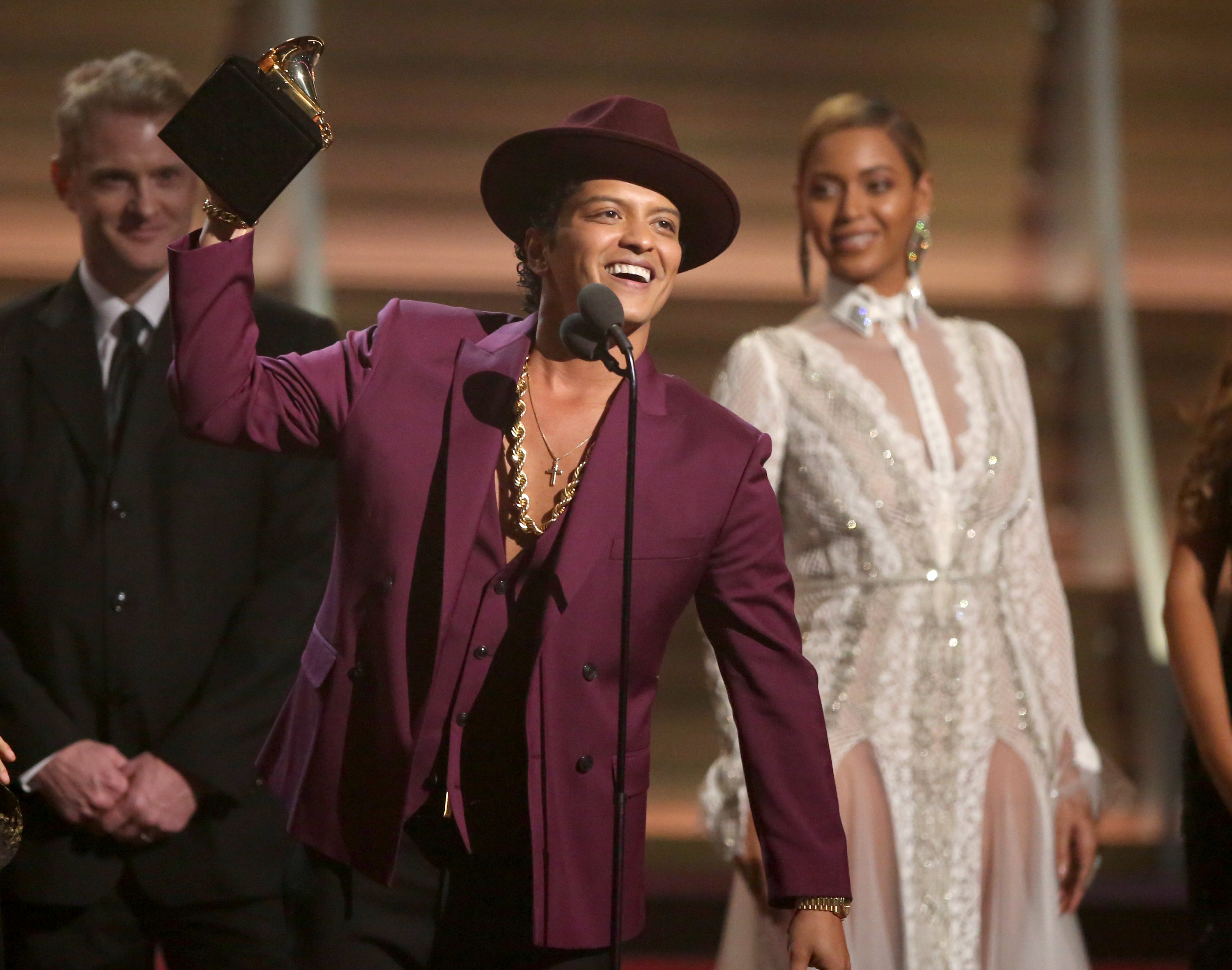 'Uptown Funk,' Taylor Swift triumph at 58th annual Grammys