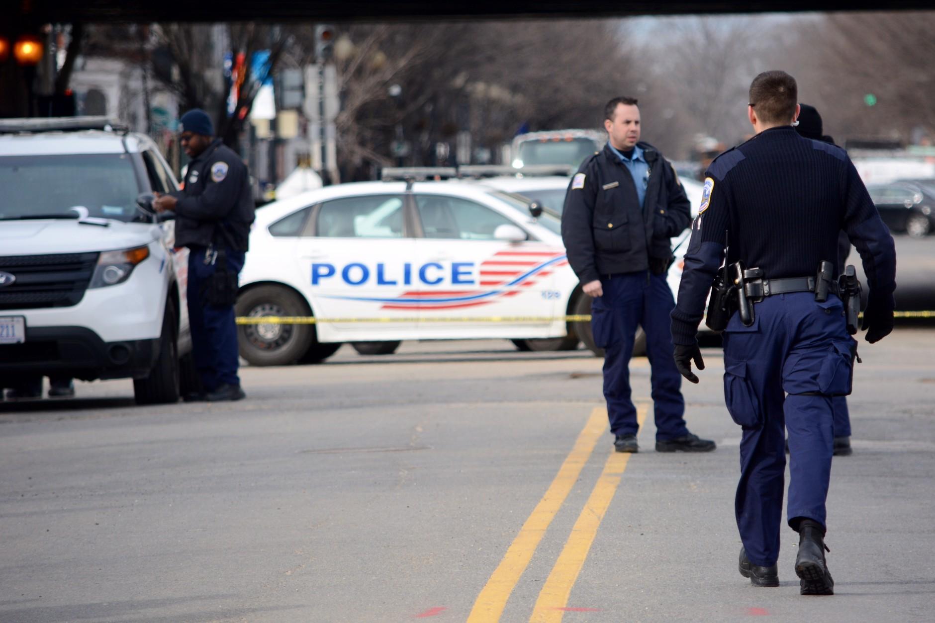 D.C. Police on the scene of a double shooting near the Washington Navy Yard. (WTOP/Dave Dildine)