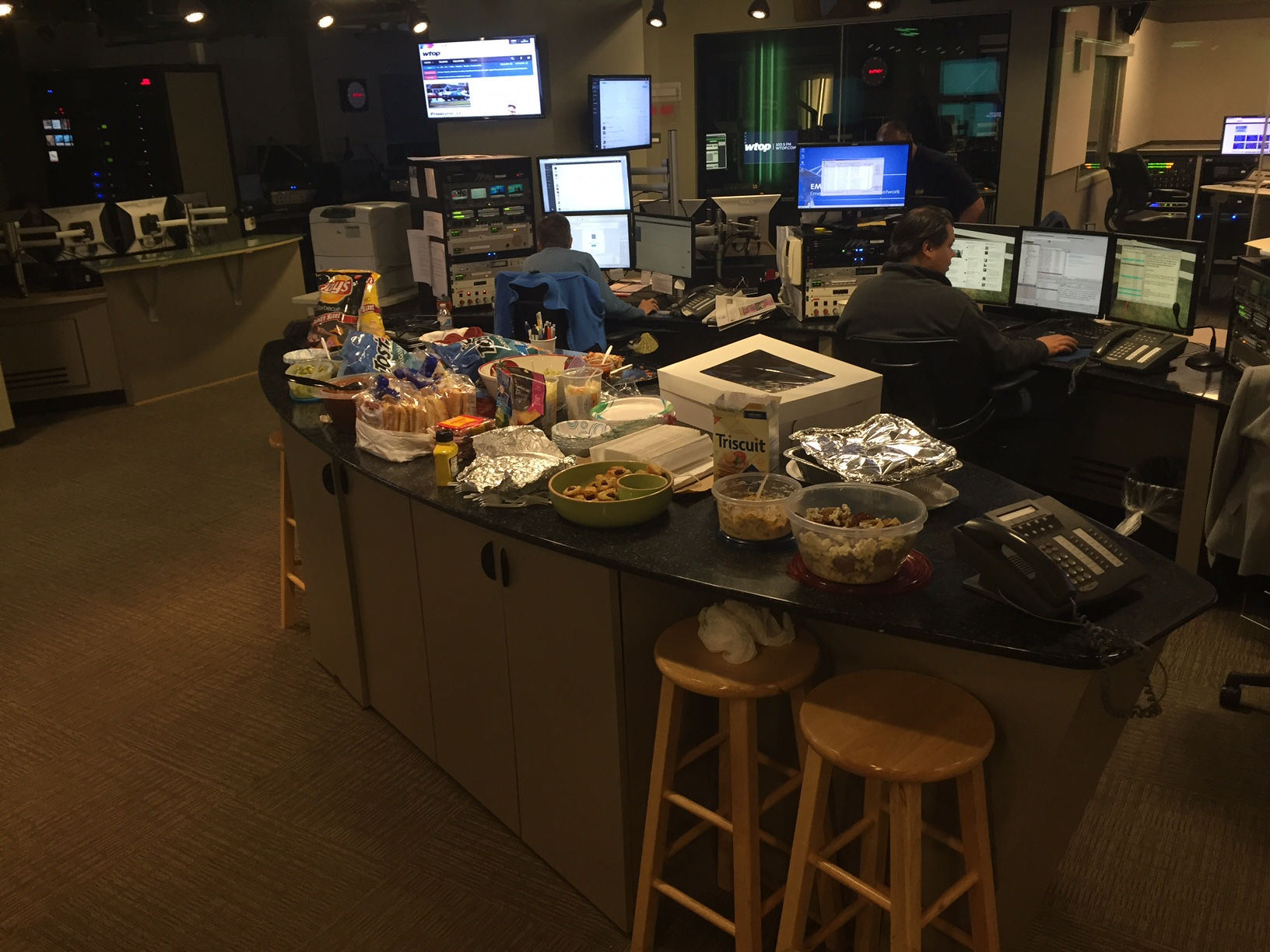 Dig in to the WTOP Super Bowl party spread