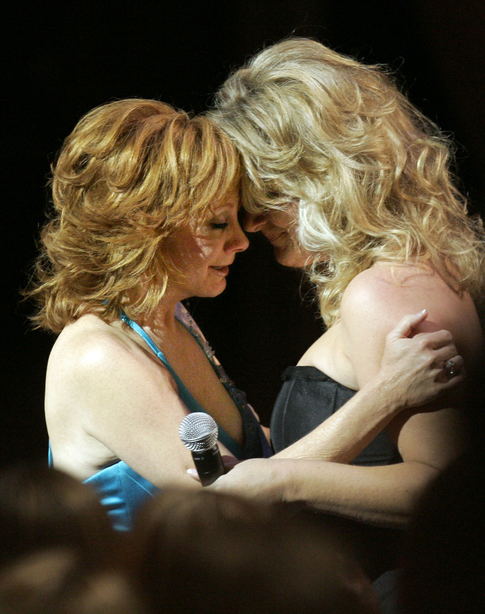 "Reba McEntire, left, hugs Trisha Yearwood after Yearwood performed ""If I Had Only Known"" during taping of ""CMT Giants"" honoring Reba McEntire, Thursday night, Oct. 26, 2006, in the Hollywood section of Los Angeles. McEntire originally recorded the song as a tribute to band members that were killed in a plane crash. The show is scheduled to air on Saturday, Nov. 18. (AP Photo/Mark J. Terrill)"