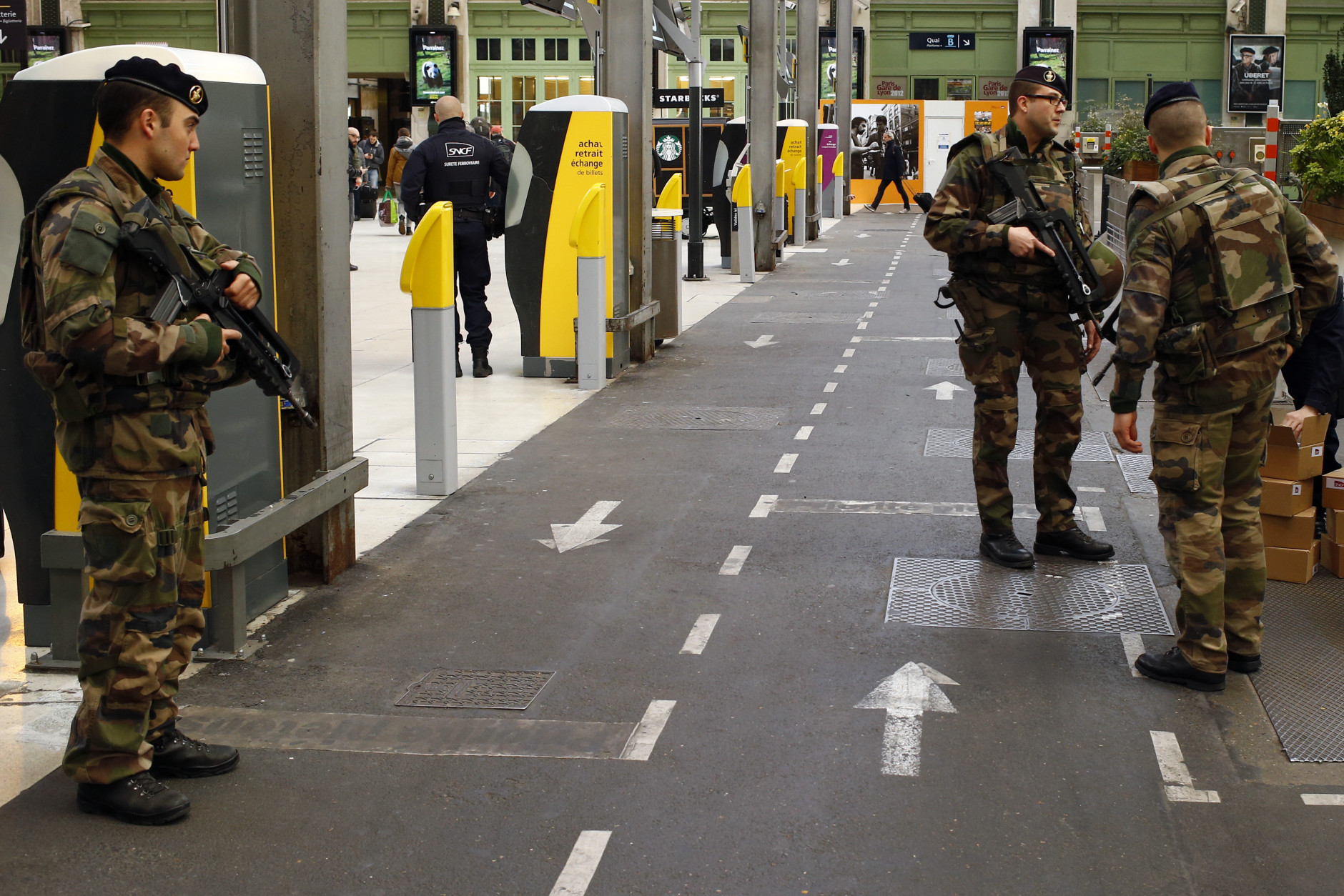 French soldiers patrol in Gare De Lyon railway station in Paris, France, Tuesday, March 22, 2016. Authorities are tightening security at airports and on the streets of European cities after attacks on the Brussels airport and subways system that killed at least one person and injured many others. (AP Photo/Francois Mori)