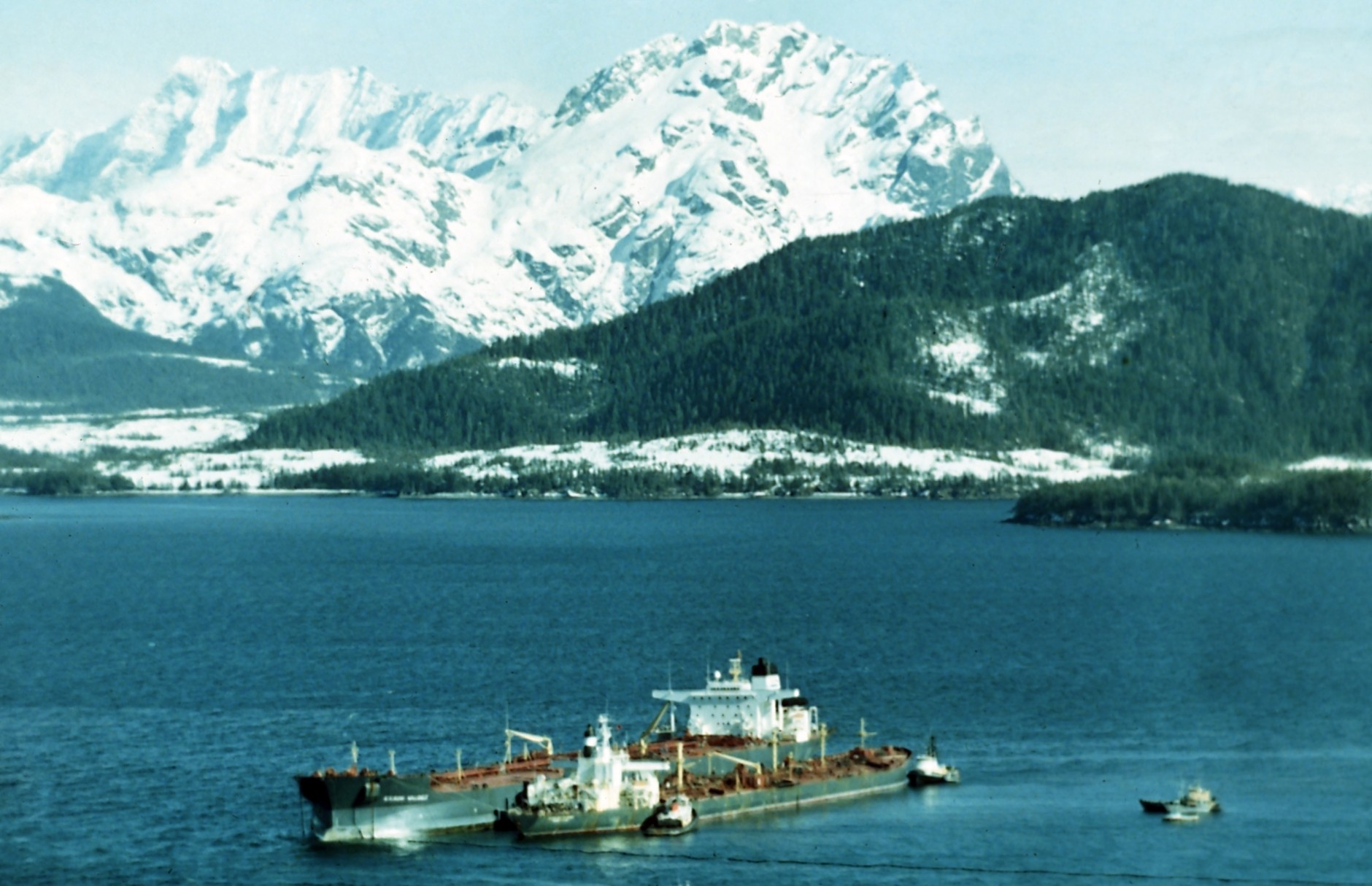 Exxon Valdez oil tanker along side The Exxon Baton Rouge in Prince William, Alaska after it ran aground on 26 March, 1989 creating an oil spill. (AP Photo)
