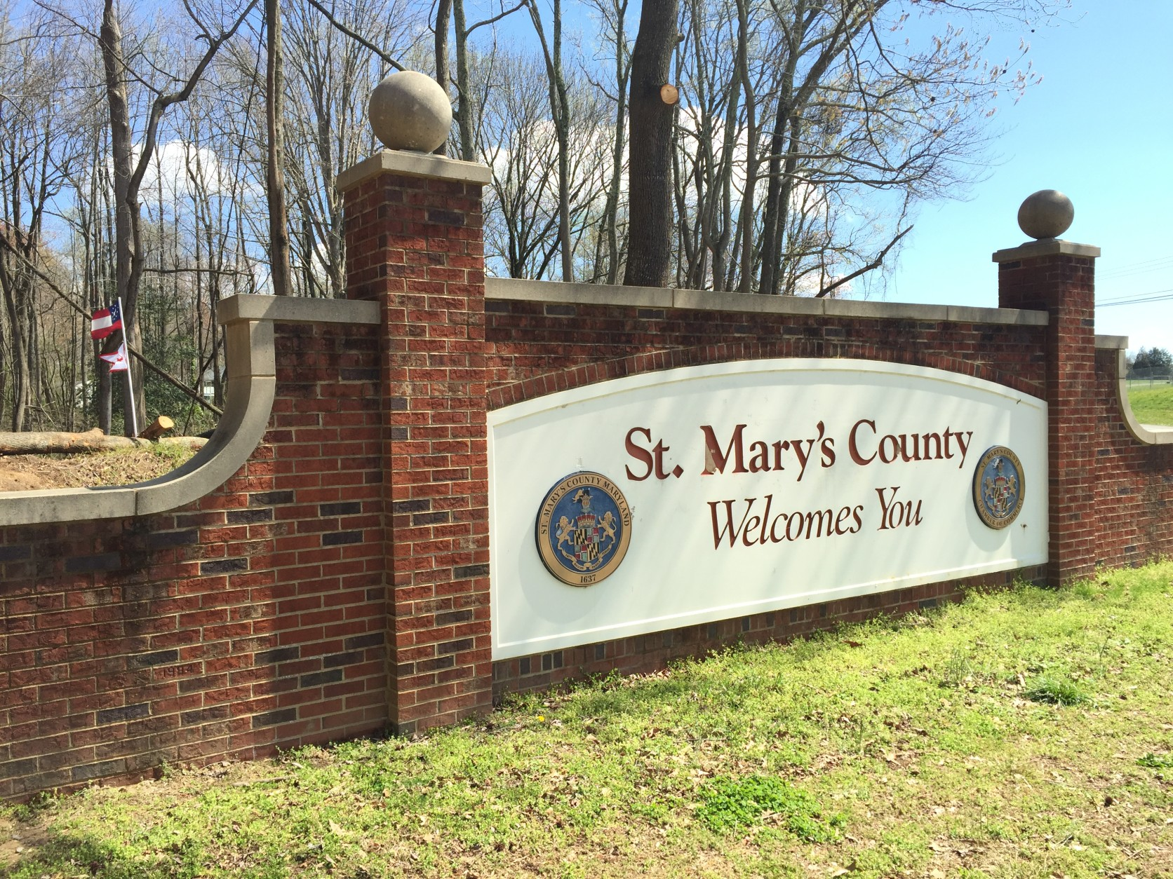 A large sign along the side of Md. Rt. 234 that welcomes visitors into St. Mary's County, Md. from neighboring Charles County. (WTOP/Michelle Basch)