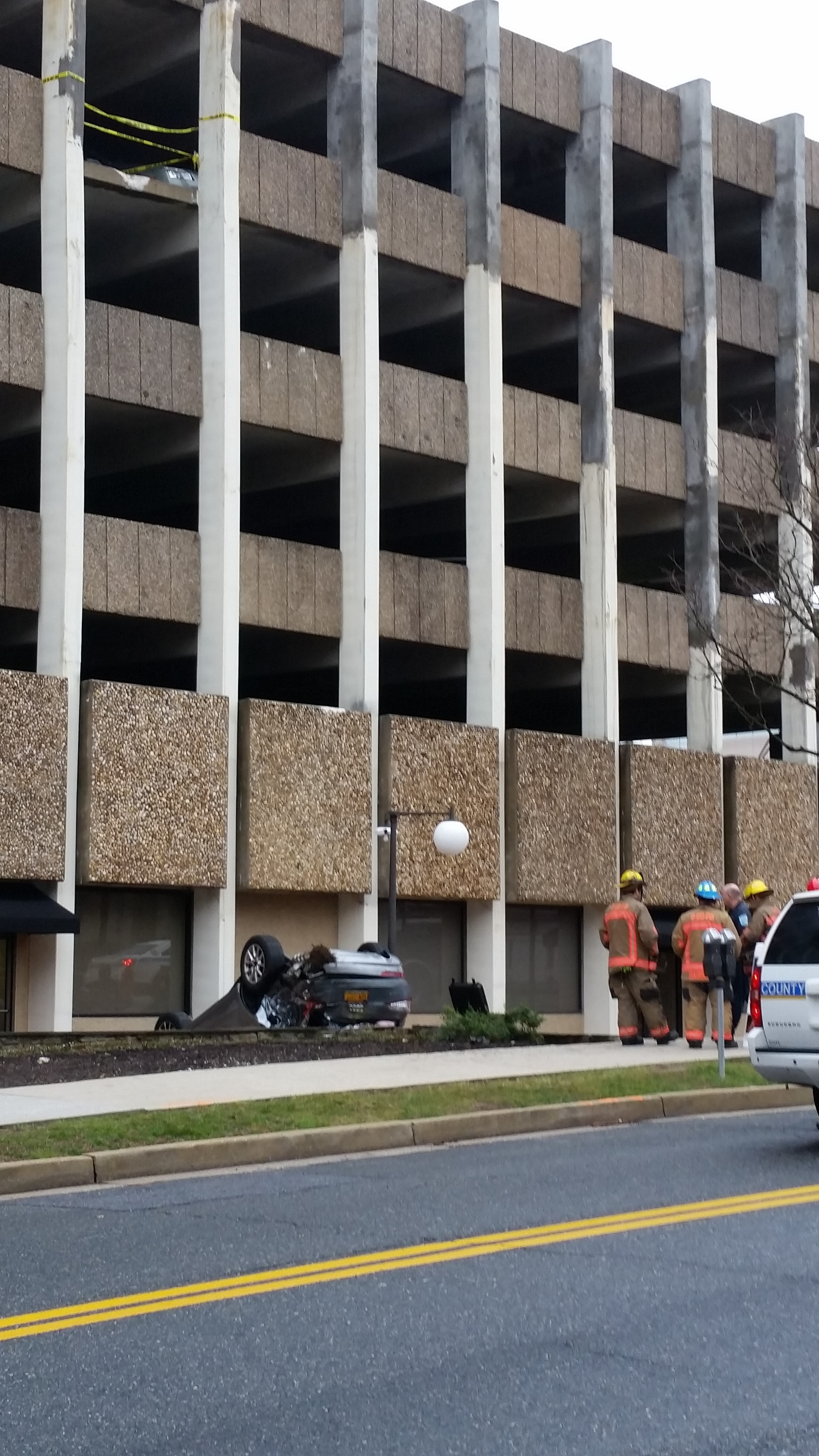 Vehicle falls from fourth-floor of garage in Towson (Video)