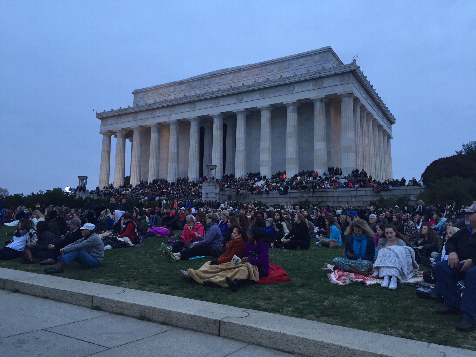Thousands celebrate Easter sunrise at the Lincoln Memorial