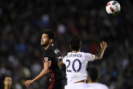 D.C. United midfielder Lamar Neagle, left, and Los Angeles Galaxy defender A. J. DeLaGarza try to head the ball during the first half of an Major League Soccer match, Sunday, March 6, 2016, in Carson, Calif. (AP Photo/Mark J. Terrill)