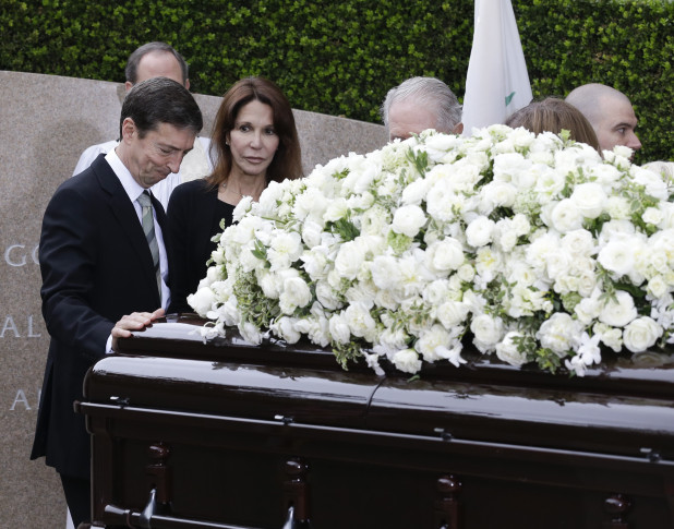 Mourners gather to honor Nancy Reagan