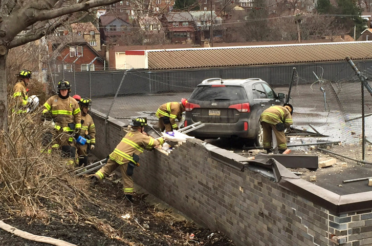 Suv Drives Off Road Lands On Roof Of Pittsburgh Supermarket Wtop