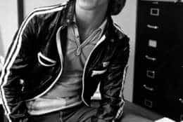Pop singer Andy Gibb poses in a Los Angeles, Calif., studio on May 30, 1977.  (AP Photo)