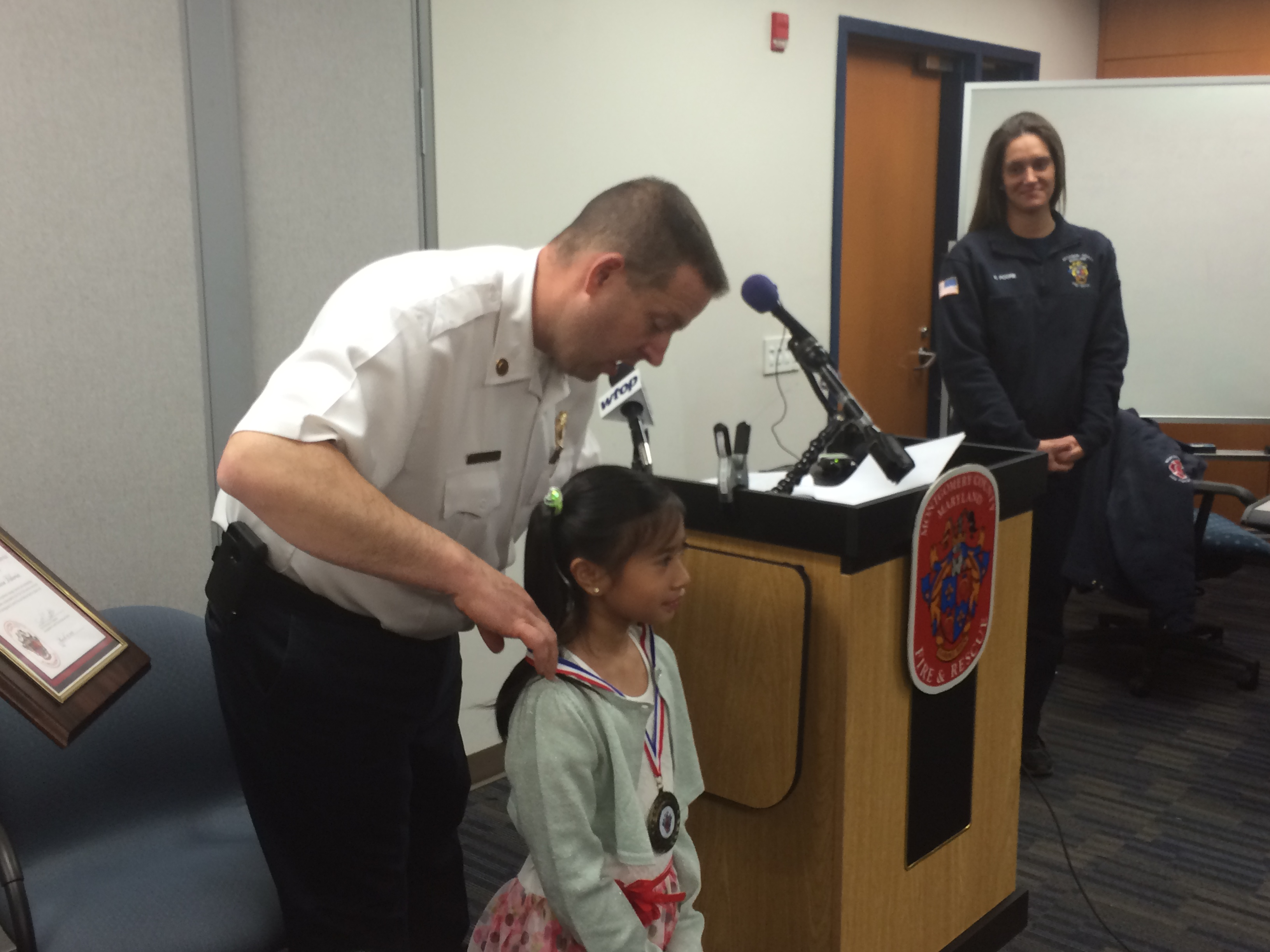 Young girl called hero for dialing 911, saving her father