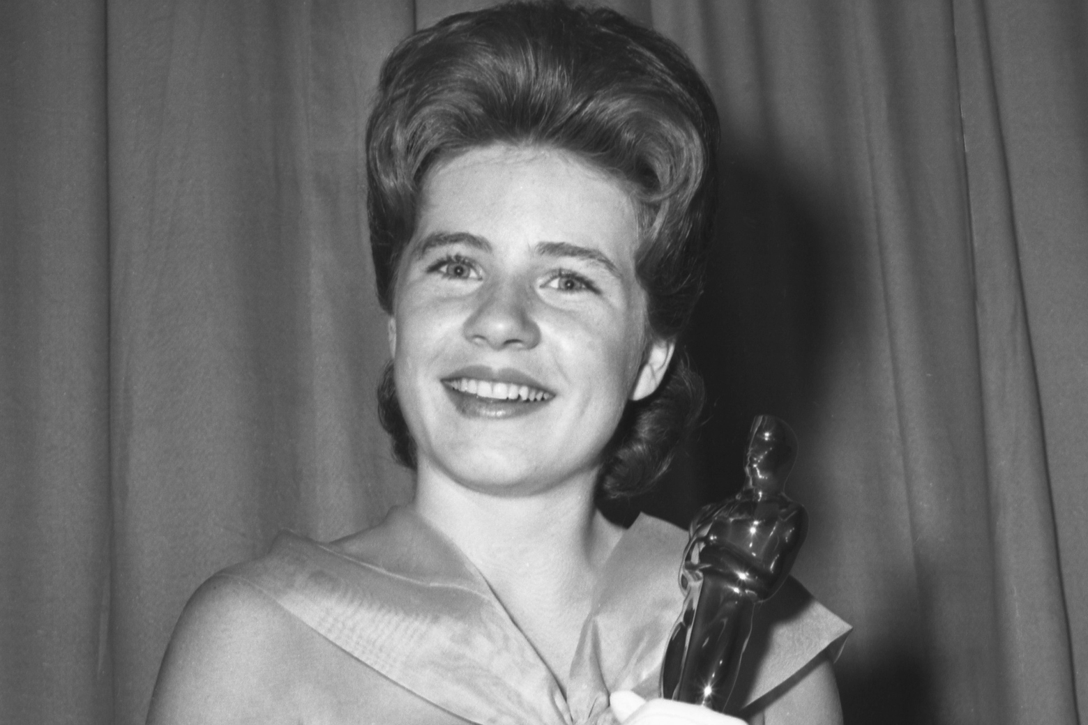 Watch besides Oscar Winning Actress Patty Duke Dies At 69 together with What You Can Learn About Life From Actress Helen Mirrens Tattoo additionally 527847 furthermore Watch. on oscar award picture in helen