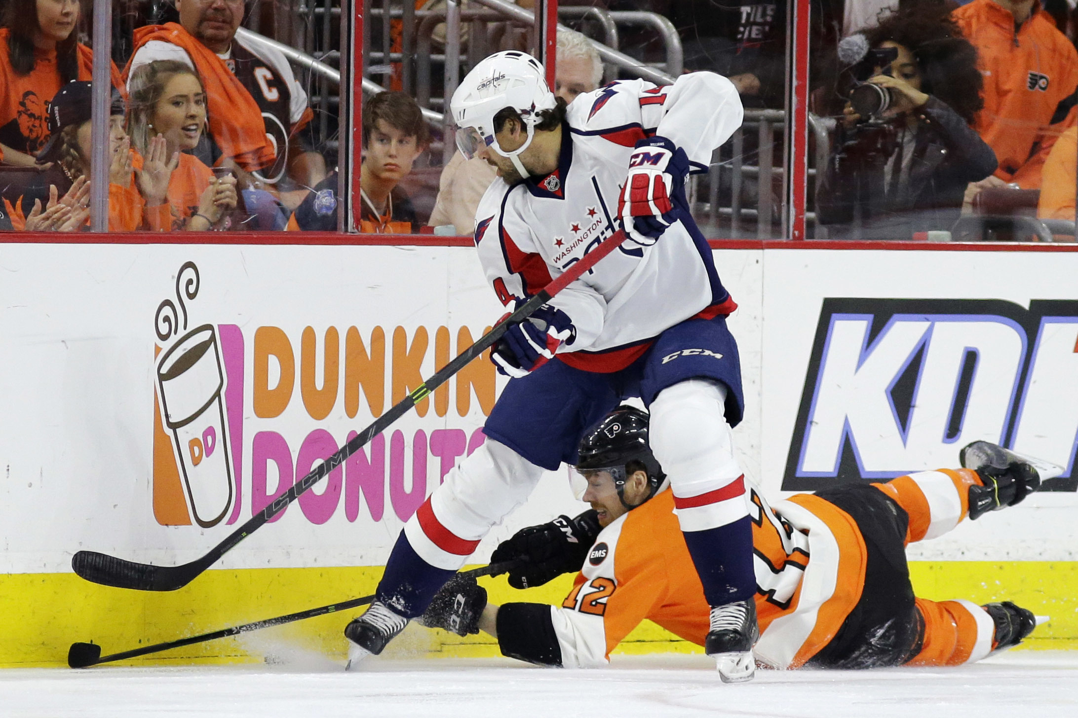 Capitals beat Flyers, advance to Round 2