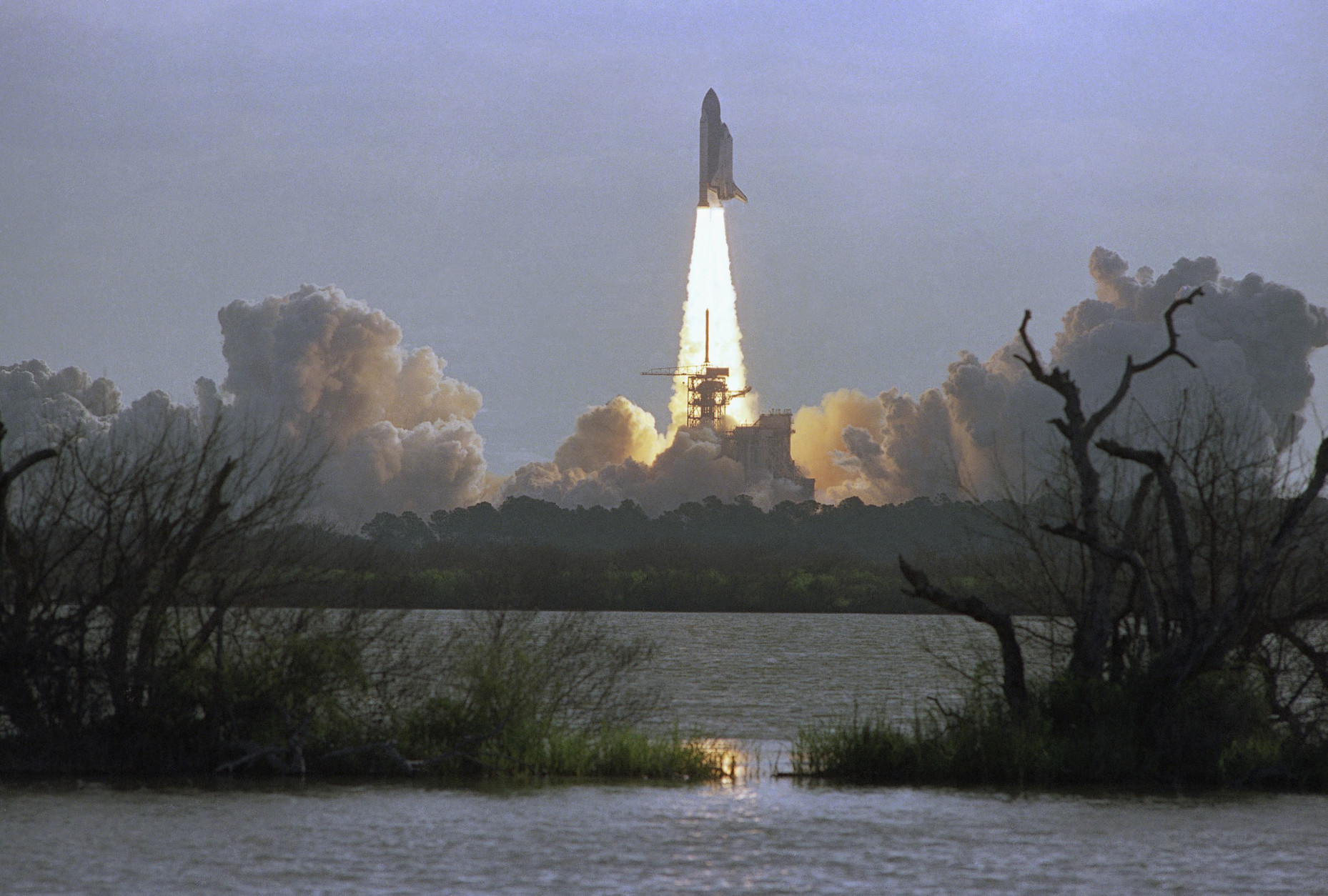 The Space Shuttle orbiter Discovery lifts off from Launch Pad 398 in Kennedy Space Center at morning on Tuesday, April 24, 1990, carrying a crew of five and the Hubble Space Telescope. The mission, STS-31, had been originally scheduled for launch on April 10th but was scrubbed because of a faulty APU. NASA officials and scientist around the world are looking forward to the first glimpse into space by the telescope. (AP Photo/Paul Kizzle)