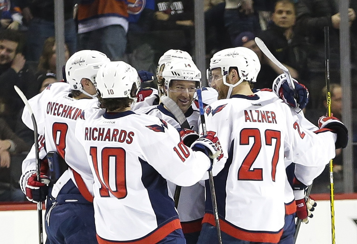 Caps hope to ride playoff veterans to Cup