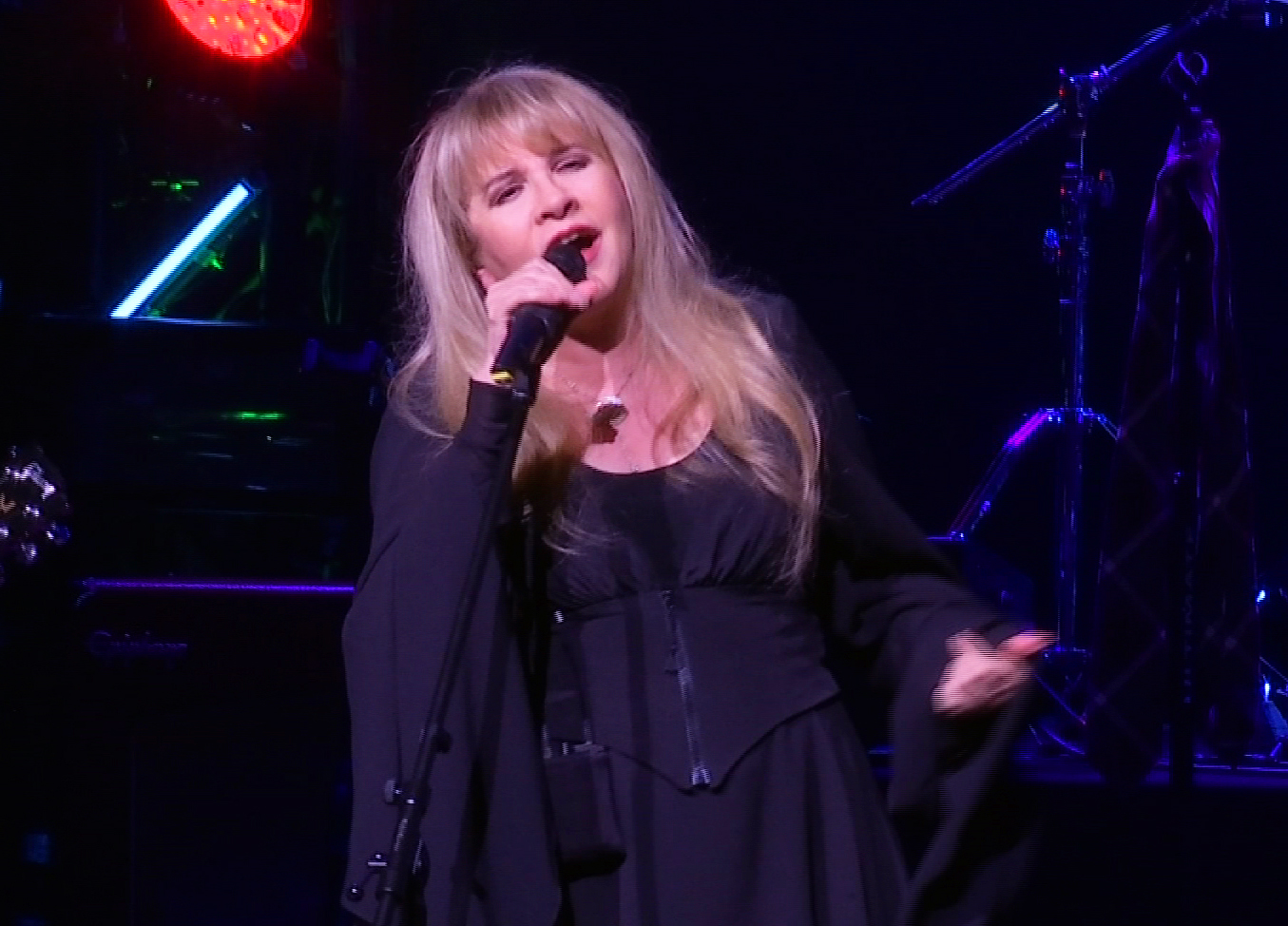 "This image made from video shows singer Stevie Nicks singing ""Rhiannon"" during a surprise performance after the curtain call for the musical  ""School of Rock,"" Tuesday, April 26, 2016, in New York. (AP Photo/Bruce Barton)"