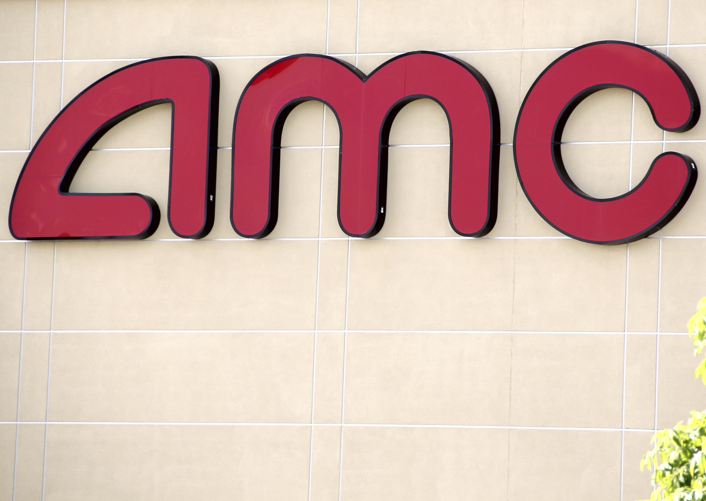 AMC recants idea to let moviegoers text in theaters