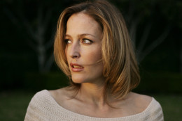 """**FILE** Actress Gillian Anderson poses for a photo outside the Ritz Carlton hotel in Pasadena, Calif., in this Friday, Jan. 13, 2006 file photo. Anderson, star of TV's """"The X-Files,"""" is having a baby with her new beau, businessman Mark Griffiths, it was confirmed Tuesday, July 25, 2006. (AP Photo/Damian Dovarganes, File)"""