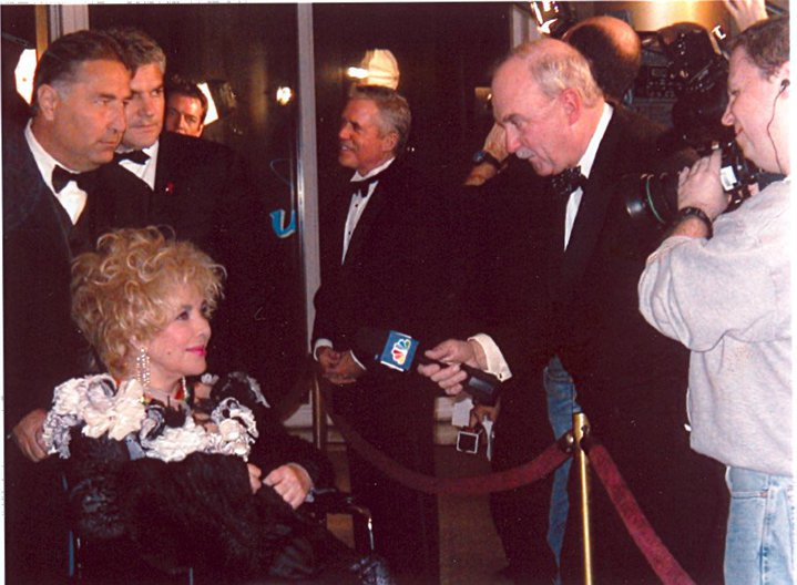 Arch Campbell interviews Elizabeth Taylor. (Courtesy Arch Campbell)