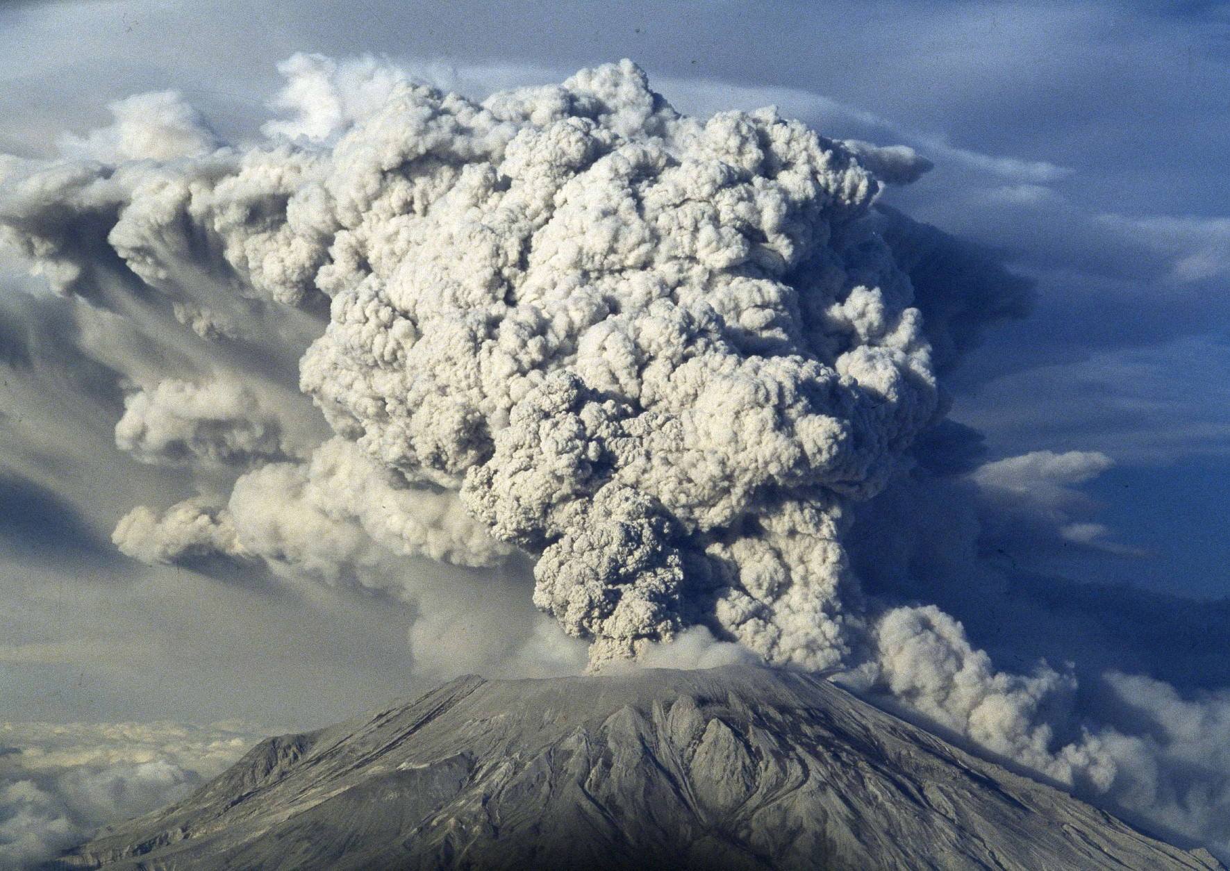 Volcanic ash and steam rises from Mount St. Helens, Wash., as it erupted, May 18, 1980. (AP Photo)