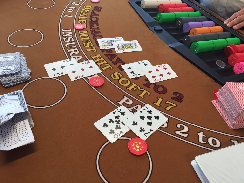 Aspiring casino dealers get schooled in the art of blackjack | WTOP