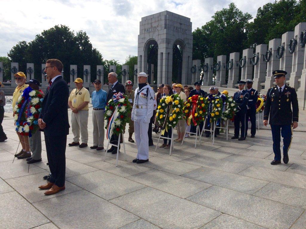 Veterans present wreaths at World War II Memorial