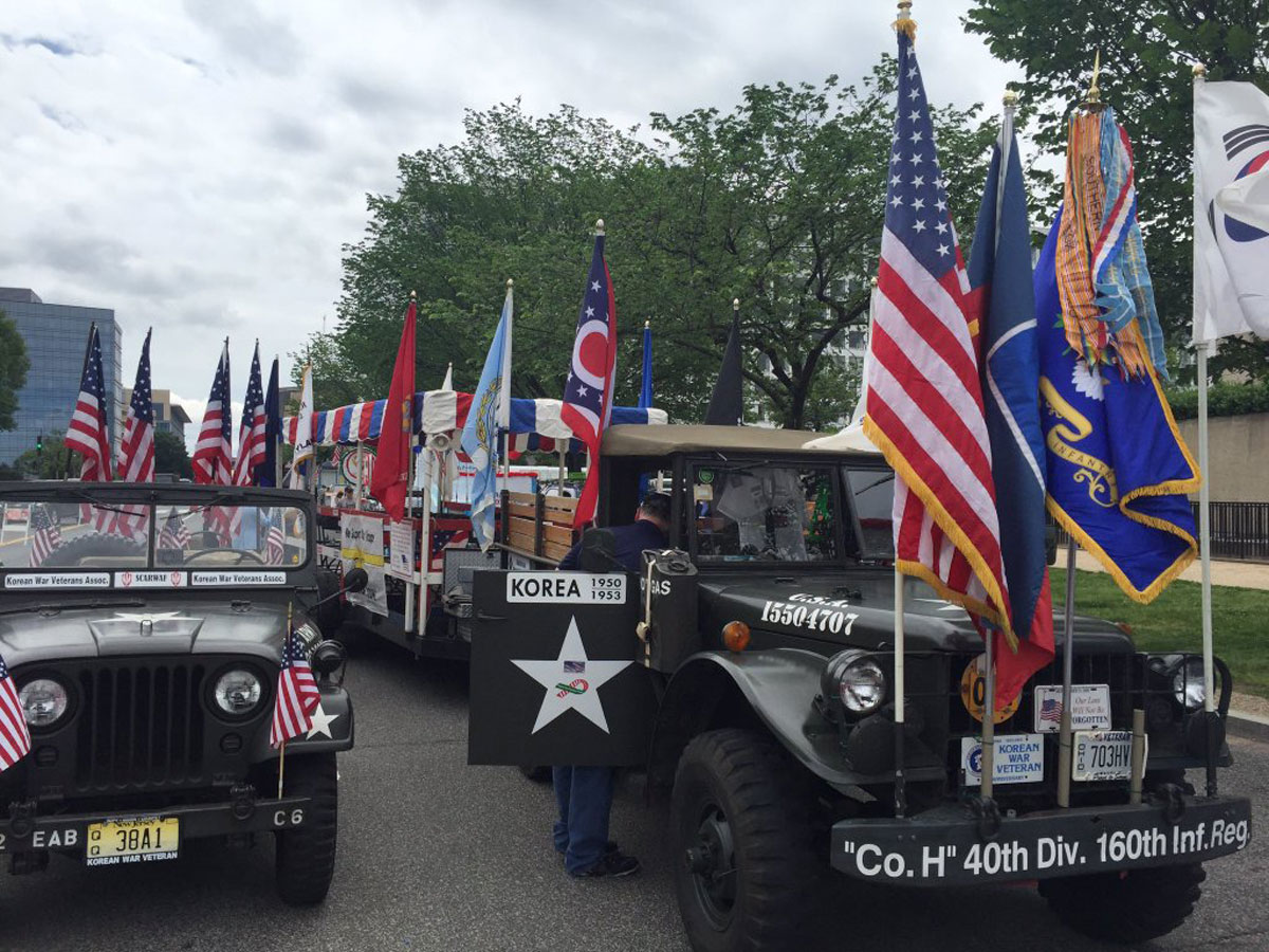 Floats lining up on 7th Ave. and Independence Ave. on Monday for the National Memorial Day Parade. (WTOP/Megan Cloherty)