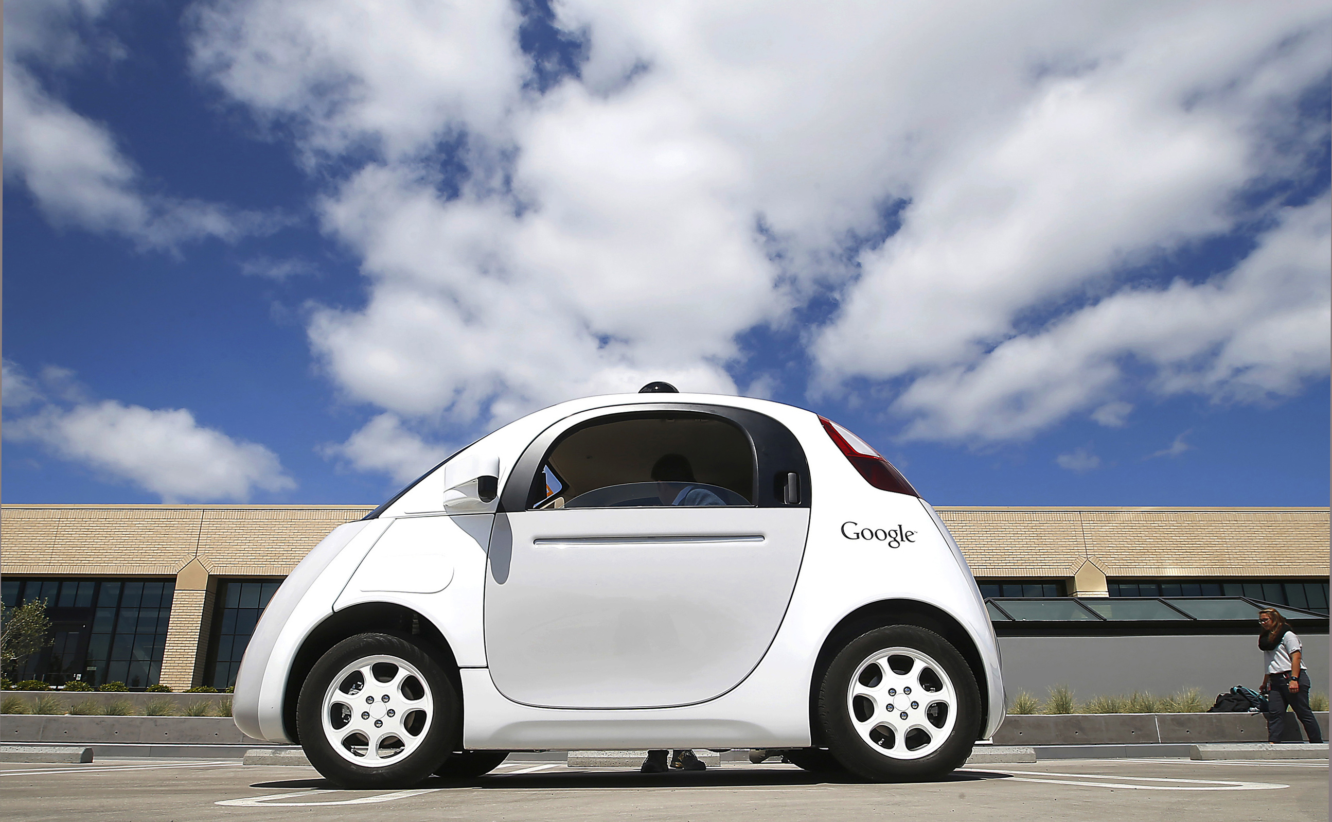 What are the challenges of driverless cars?