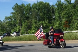 A rider displays the flag during Rolling Thunder Sunday, May 29 (Darci Marchese/WTOP)