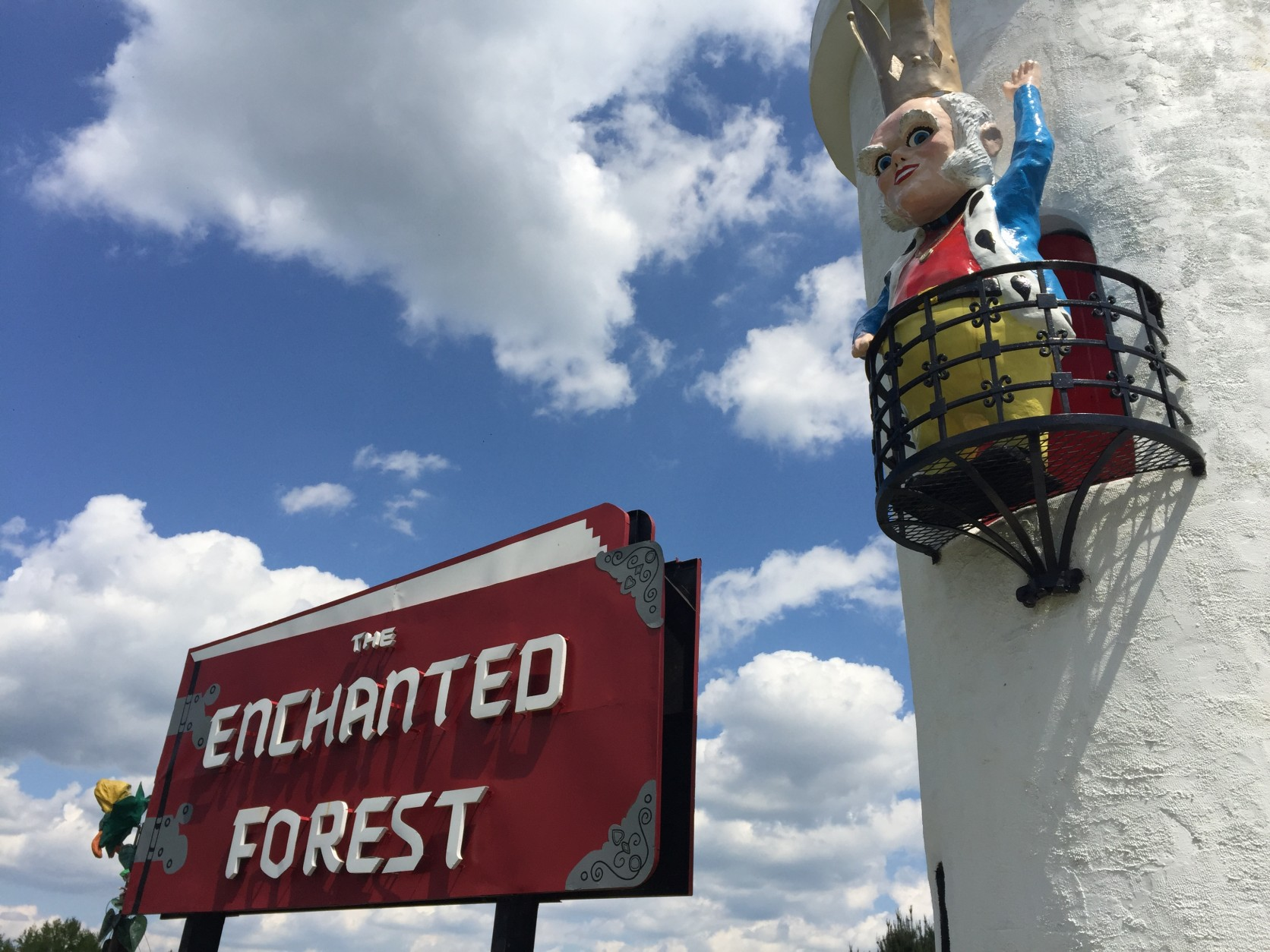 Ole King Cole waves near the amusement park sign. (WTOP/Michelle Basch)