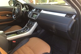 """Car Report's Mike Parris describes the Evoque's interior as """"sweet."""" (WTOP/Mike Parris)"""