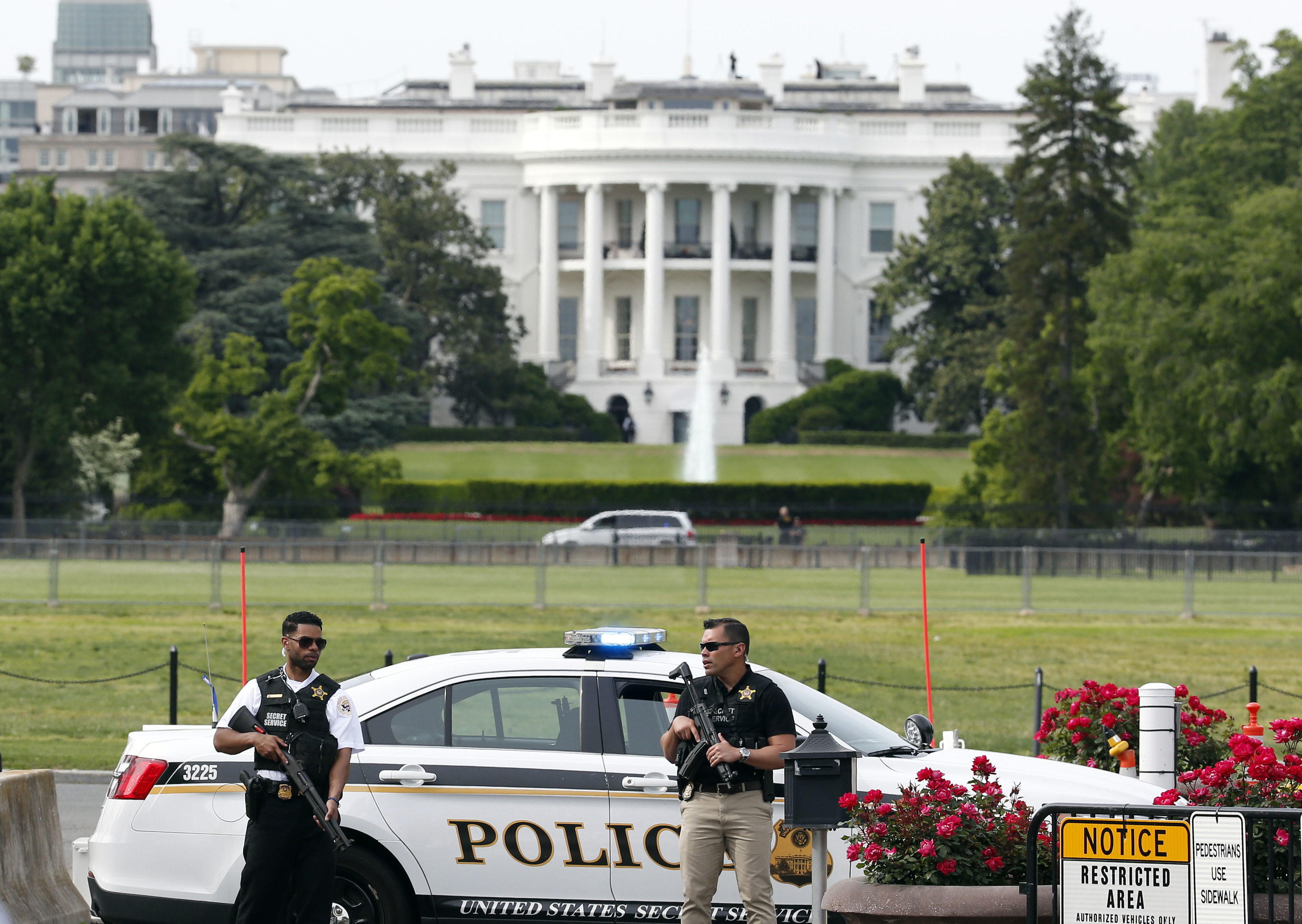 Man shot outside White House I came here to shoot people