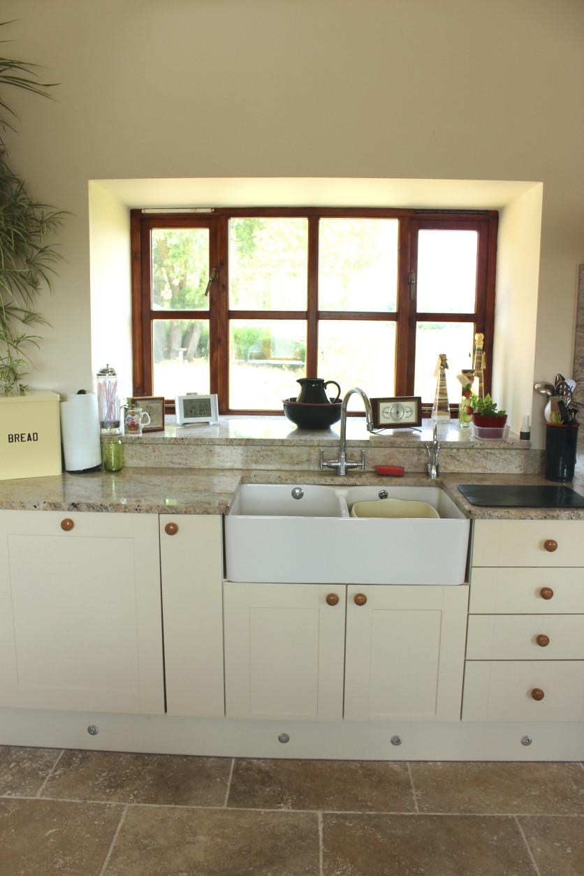 Country kitchen, cream Shaker cabinet doors, double Belfast sink, drawers
