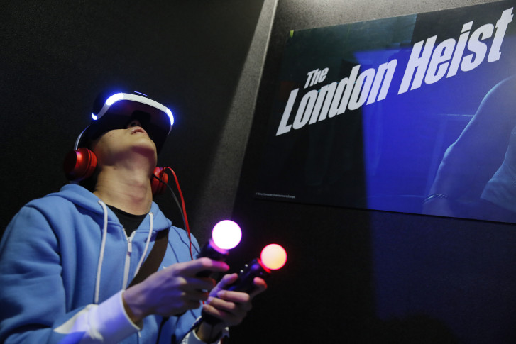 Oculus Rift hits Best Buy May 7; pre-orderers are pissed