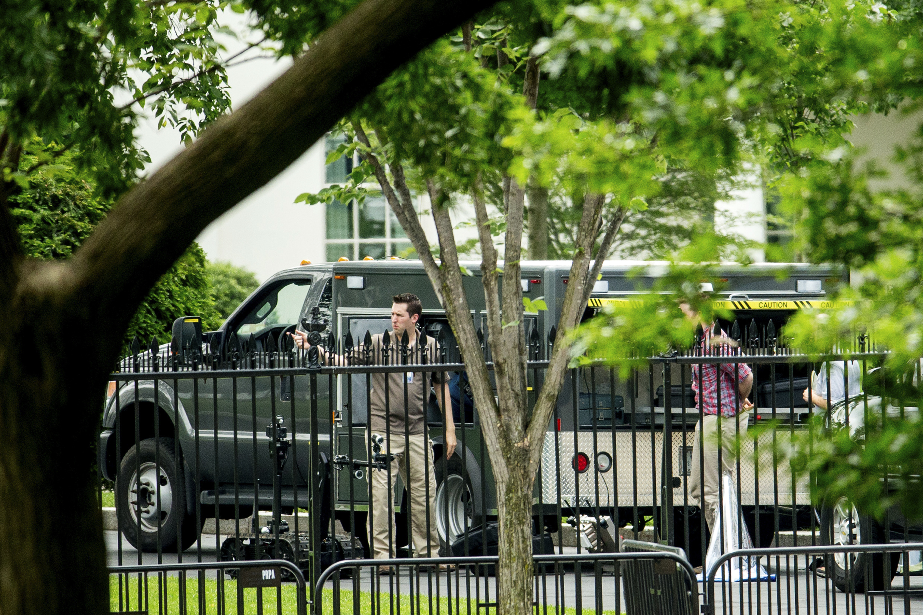 Tossed container prompts lockdown at White House (photos)