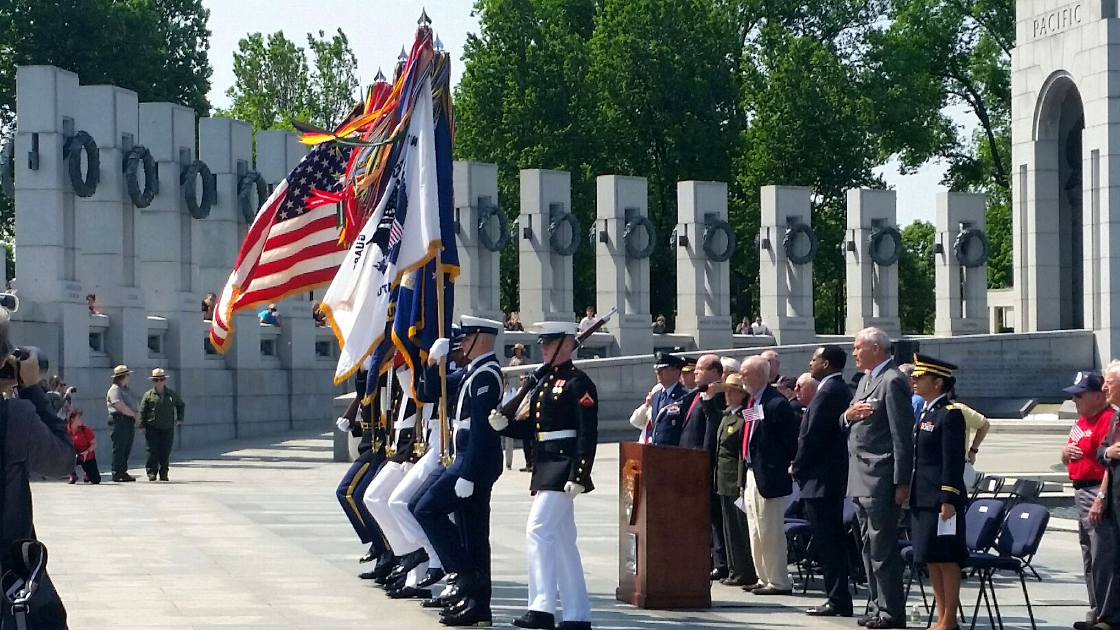 Saluting military moms, honoring 'Greatest Generation' on Mother's ...