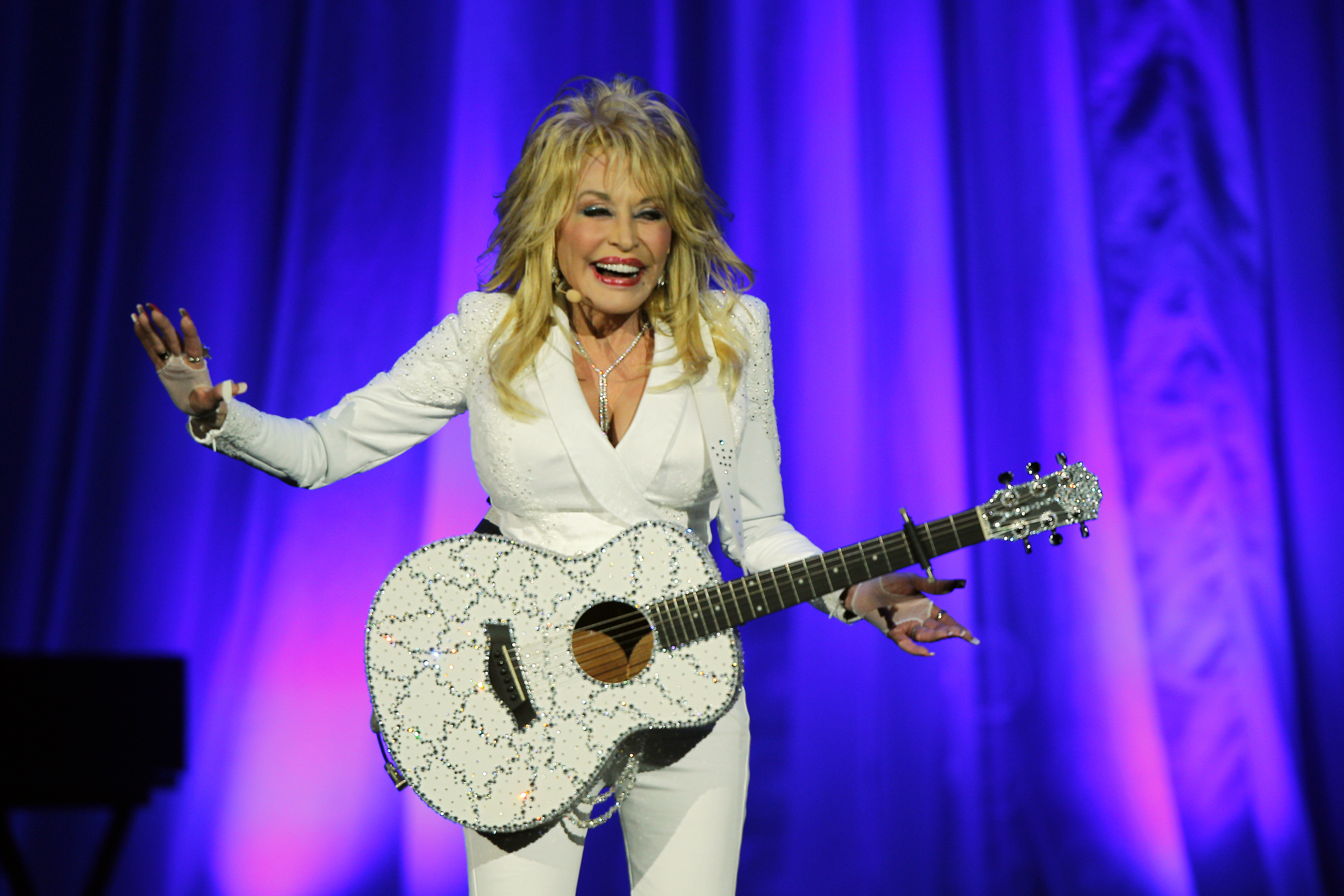 Dolly Parton comes to Wolf Trap with first major tour in 25 years
