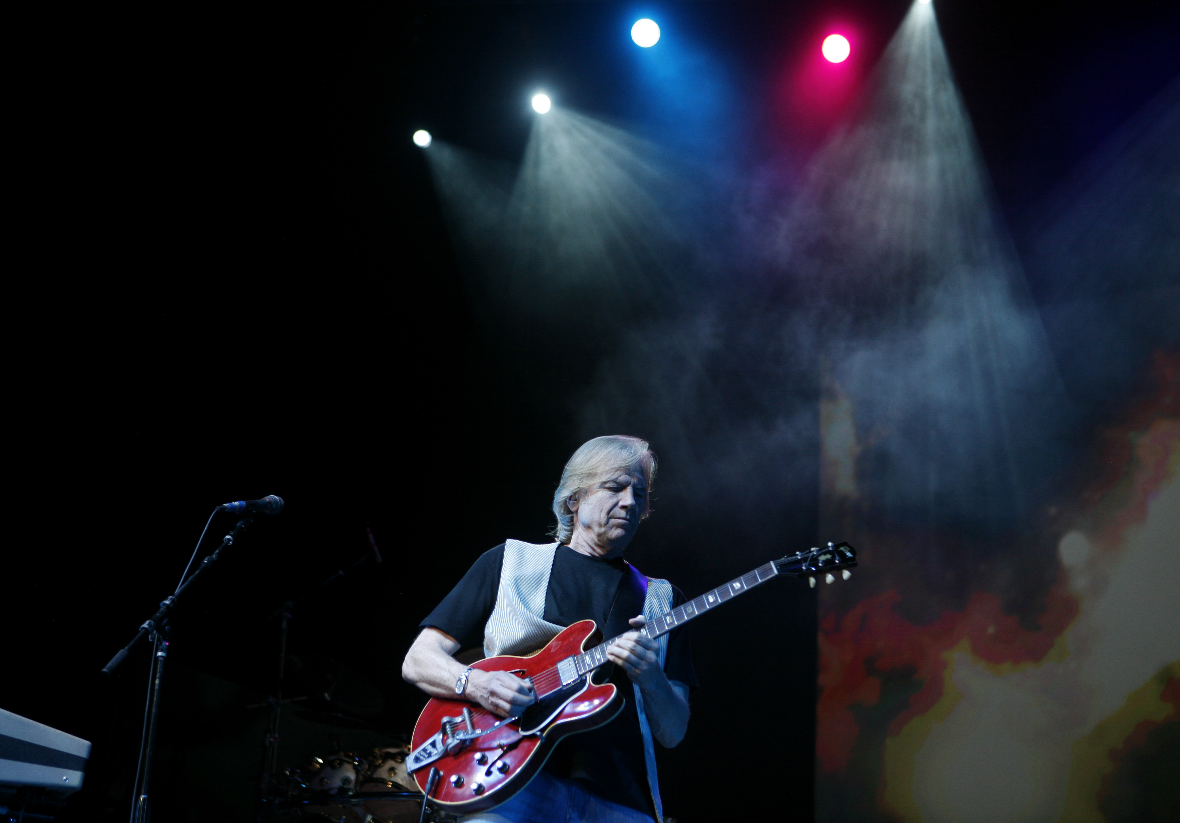 Justin Hayward of Moody Blues rocks Birchmere; The Monkees mark 50 years at Warner Theatre