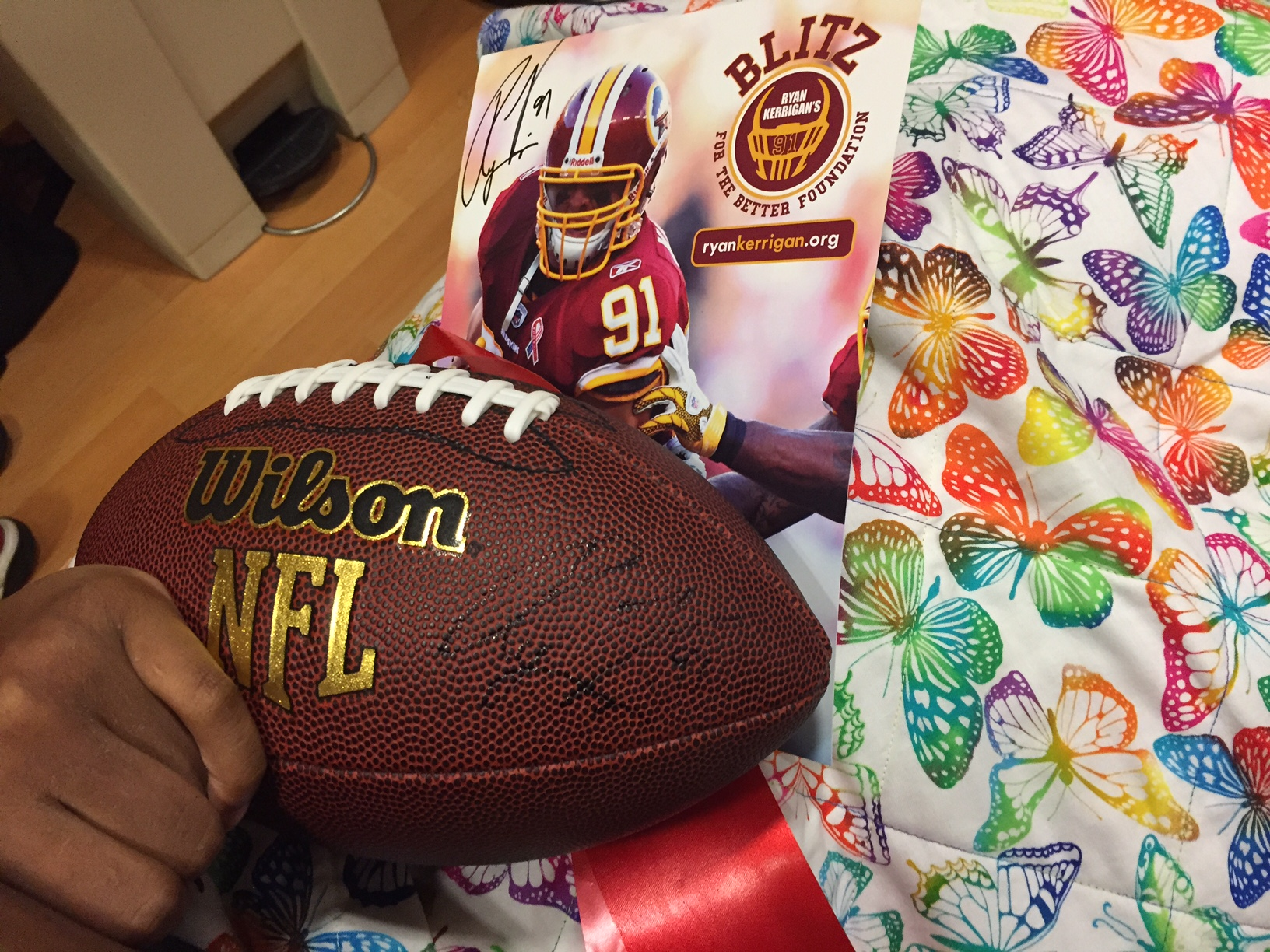 After taking a selfie with Kerrigan, a patient held tight to her signed football and ribbon. (WTOP/Megan Cloherty)