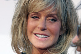 """FILE - In this Aug. 13, 2006 file photo, actress Farrah Fawcett poses for photographers on the red carpet before Comedy Central's """"Roast of William Shatner,""""  in Los Angeles. Fawcett died, Thursday, June 25, 2009, at a hospital in Los Angeles.  She was 62. (AP Photo/Rene Macura, file)"""