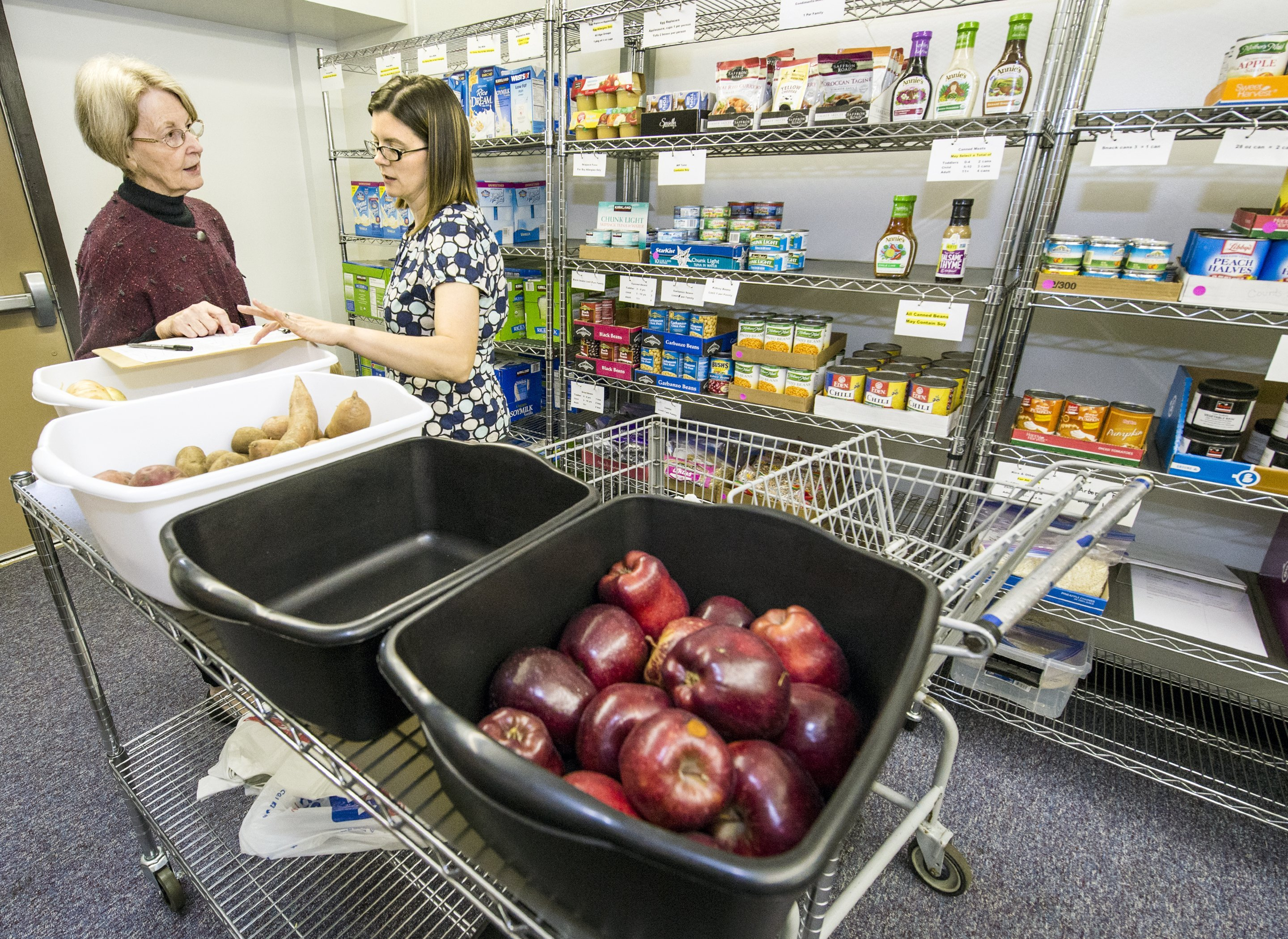 kansas food pantry helps low income families with