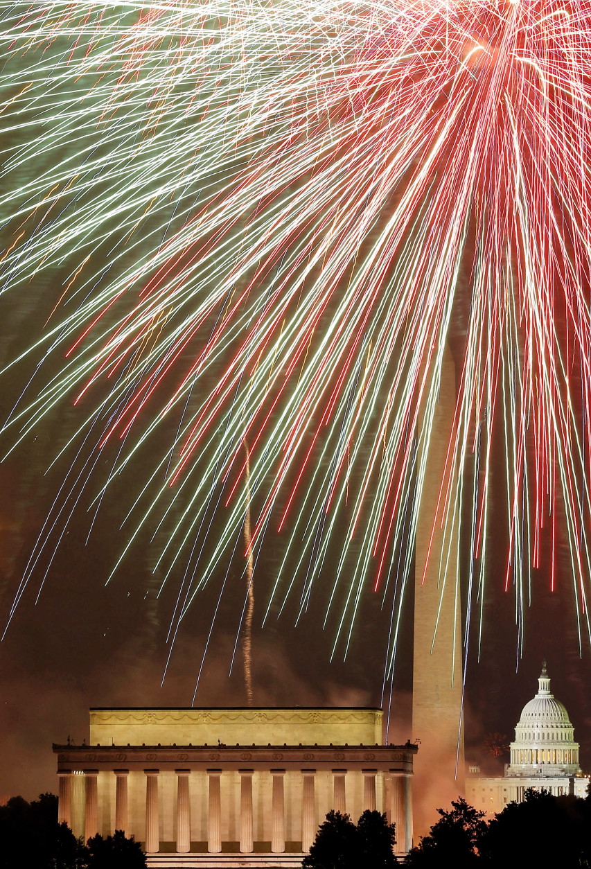 WASHINGTON, DC - JULY 04: Fireworks light up the sky over the Lincoln Memorial, Washington Monument, and the U.S. Capitol on July 4, 2012 in Washington, DC. July 4th is a national holiday with the nation celebrating its 237th birthday. (Photo by Mark Wilson/Getty Images)