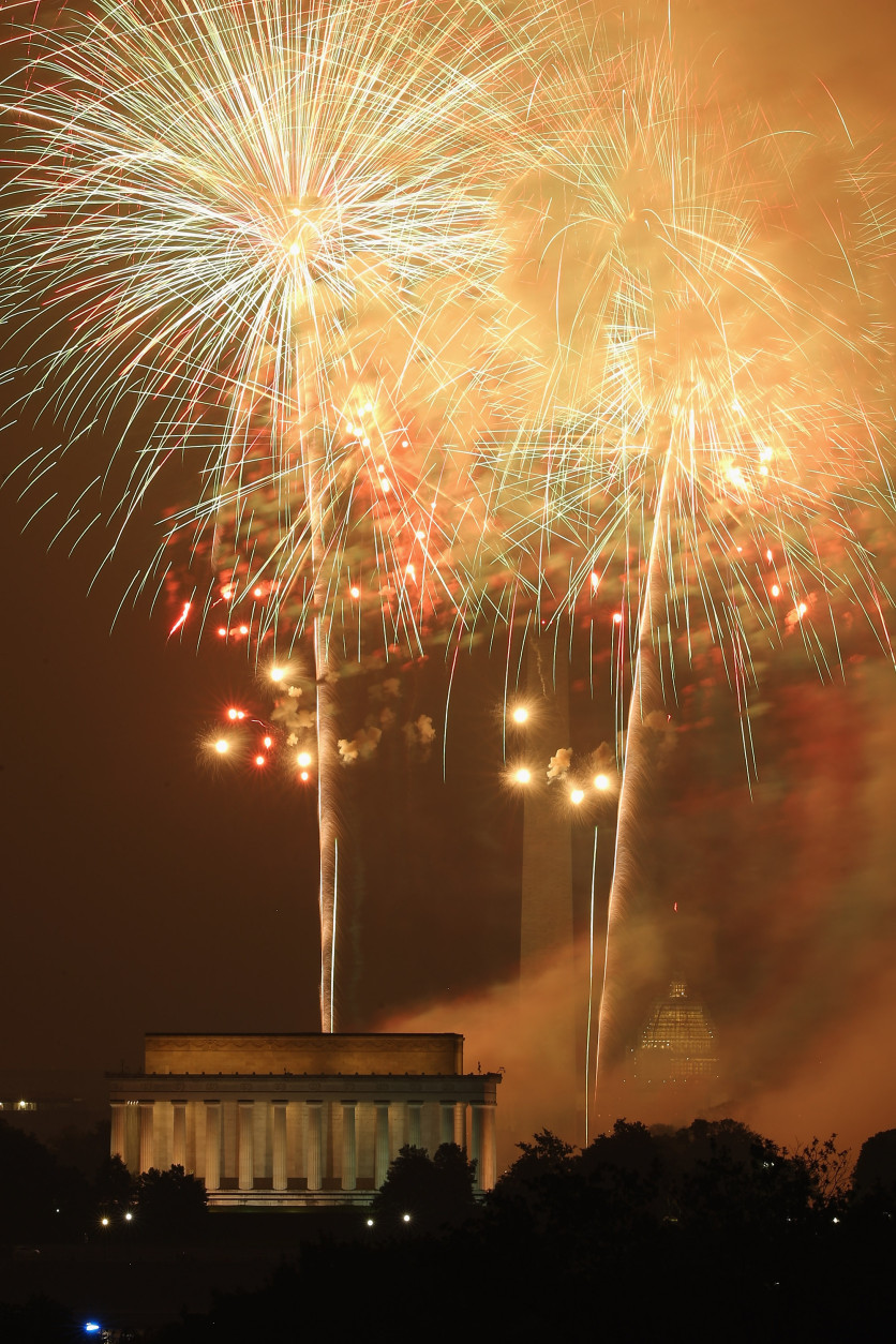 WASHINGTON, DC - JULY 04:  Fireworks explode over the National Mall to mark the United States' Independence Day July 4, 2015 in Washington, DC. The pyrotechnic display celebrated the 239th anniversary of the United States' declaration of independence from England.  (Photo by Chip Somodevilla/Getty Images)
