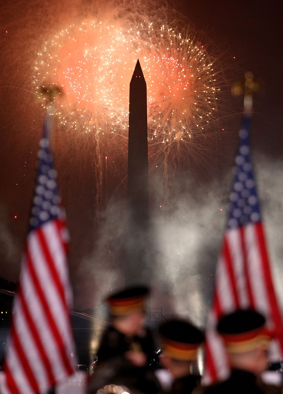 Fireworks display during A Capitol Fourth 2015 Independence Day concert at the U.S. Capitol, West Lawn on July 4, 2015 in Washington, DC.  (Photo by Paul Morigi/Getty Images for Capitol concerts)