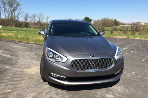 Kia K900 sedan brings value