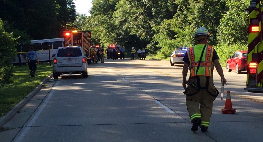 1 dead, multiple injured in GW Parkway bus crash